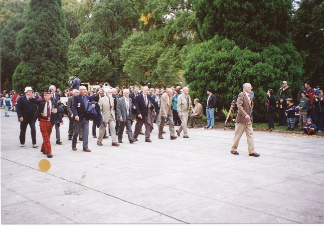 2001 Annual March Les Harris leading
